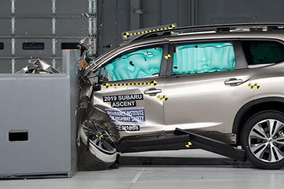 Subaru Ascent успешно прошел краш-тесты IIHS